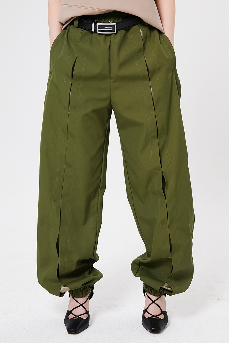 Slit training pants (khaki)