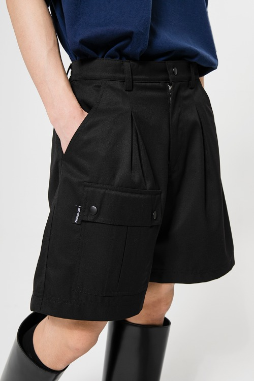 Black pocket shorts